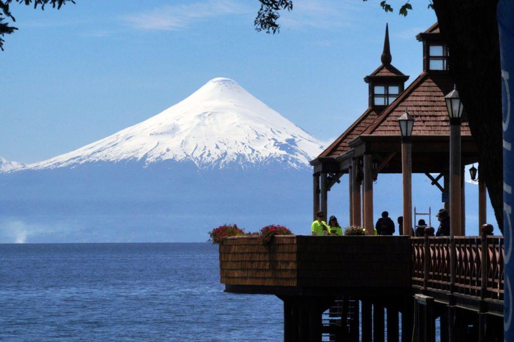 O vulcão Osorno é um dos maiores símbolos da região e considerado um dos mais belos do mundo